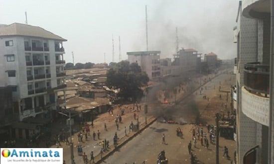 Vive tension à Koloma marché : les policiers pourchassés par des jeunes manifestants