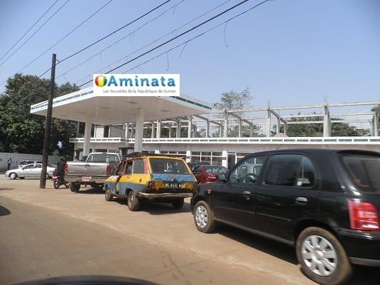 pénurie de carburan dans une station service à essence