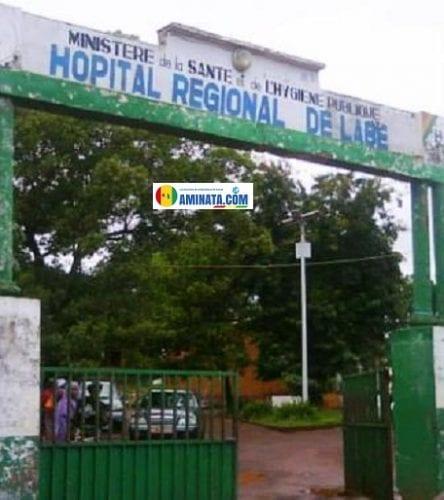 L'entrée de l'hôpital régional de Labé
