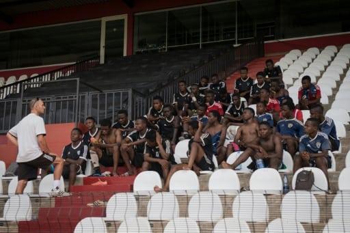Des élèves de l'Académie de football du club congolais Tout-Puissant Mazembe, le 12 mai 2017 à Lubumbashi | AFP | Agnes Bun