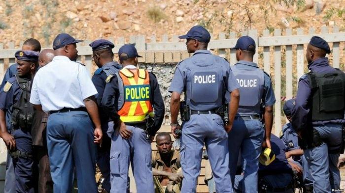 Des femmes mineurs suspendues pour refus de se déshabiller en Afrique du Sud