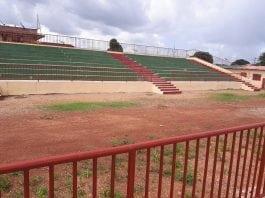LGFP – Pose des pelouses synthétiques : Le stade M'Balou Mady Diakité prêt à recevoir son gazon synthétique!