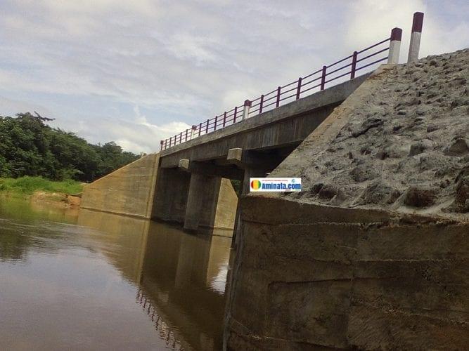 Le pont de Doumbaffé, district de Tiro à Faranah