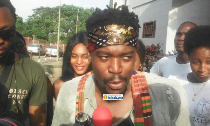 L'artiste ivoirien SHADO CHRIS à l'aéroport de Conakry