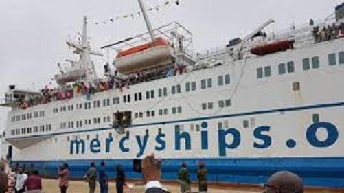 Un navire médical de Mercyships à Conakry
