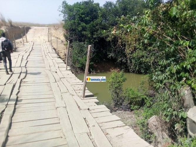Un pont en bois qui révèle l'enclavement poussé de Mandianadiana