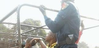 Plusieurs syndicalistes embarqués dans un pick-up de la police