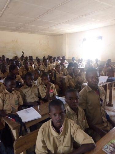 Des élèves dans une école à N'zérékoré