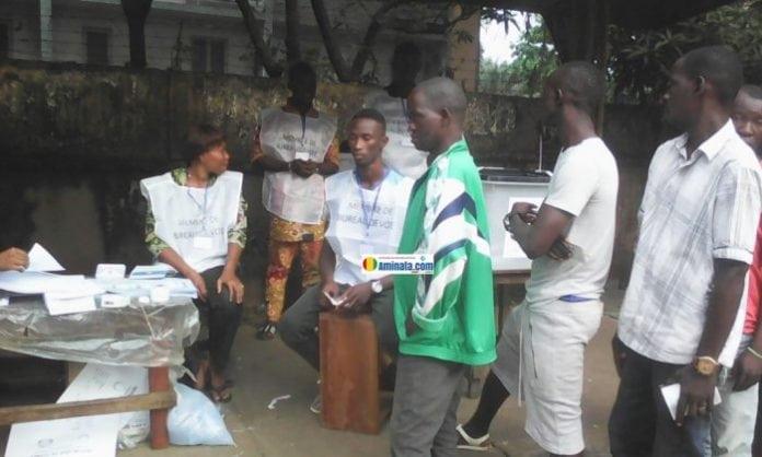 Faible mobilisation devant un bureau de vote à Belle-Vue