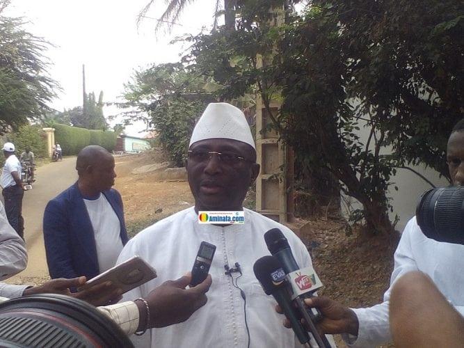Sidya Touré, président de l'Union des forces républicaines (UFR) après avoir voté