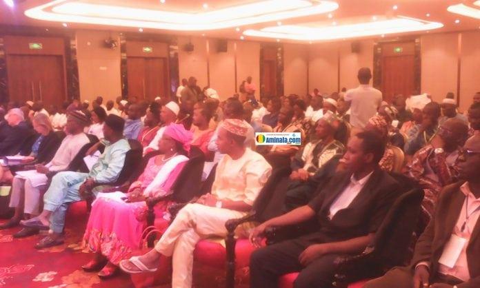 Des participants au forum des états généraux sur les droits de l'homme à l'Hôtel Kaloum