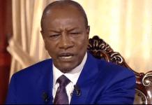 Alpha Condé lors d'un entretien avec des journalistes français à Conakry