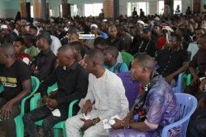 Des participants au triste anniversaire de l'assassinat de l'Imam Hussein