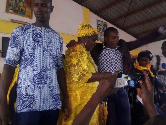 Un femme de l'axe Hamdallaye-Kagbelen adherant au RPG au siège du parti