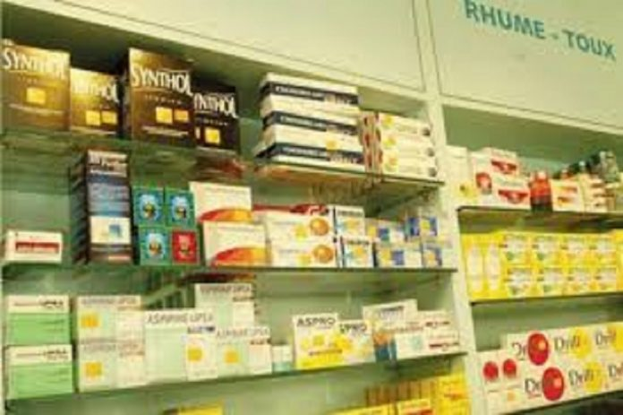 Des médicaments dans une pharmacie