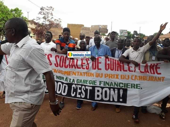 Une manifestation des forces sociales contre l'augmentation du prix du carburant