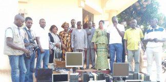 L'ONG Dinguiraye Action offre des ordinateurs aux administrateurs de Dinguiraye