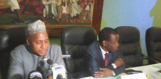 Dr Ben Youssouf Keita, député de l'UFDG à côté de Edouard Niankoy lors de la présentation d'un rapport sur la santé