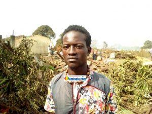 Le jeune Mamadou Alpha Bah a constaté la maison qui lui a vu naître détruite en quelques minutes