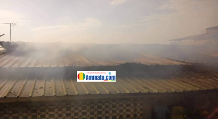 Des fumées aperçues dans une maison à étage et son contenu ravagés par un incendie