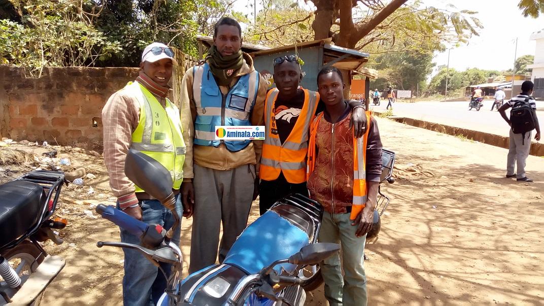 Des conducteurs de taxi-motos à Labé