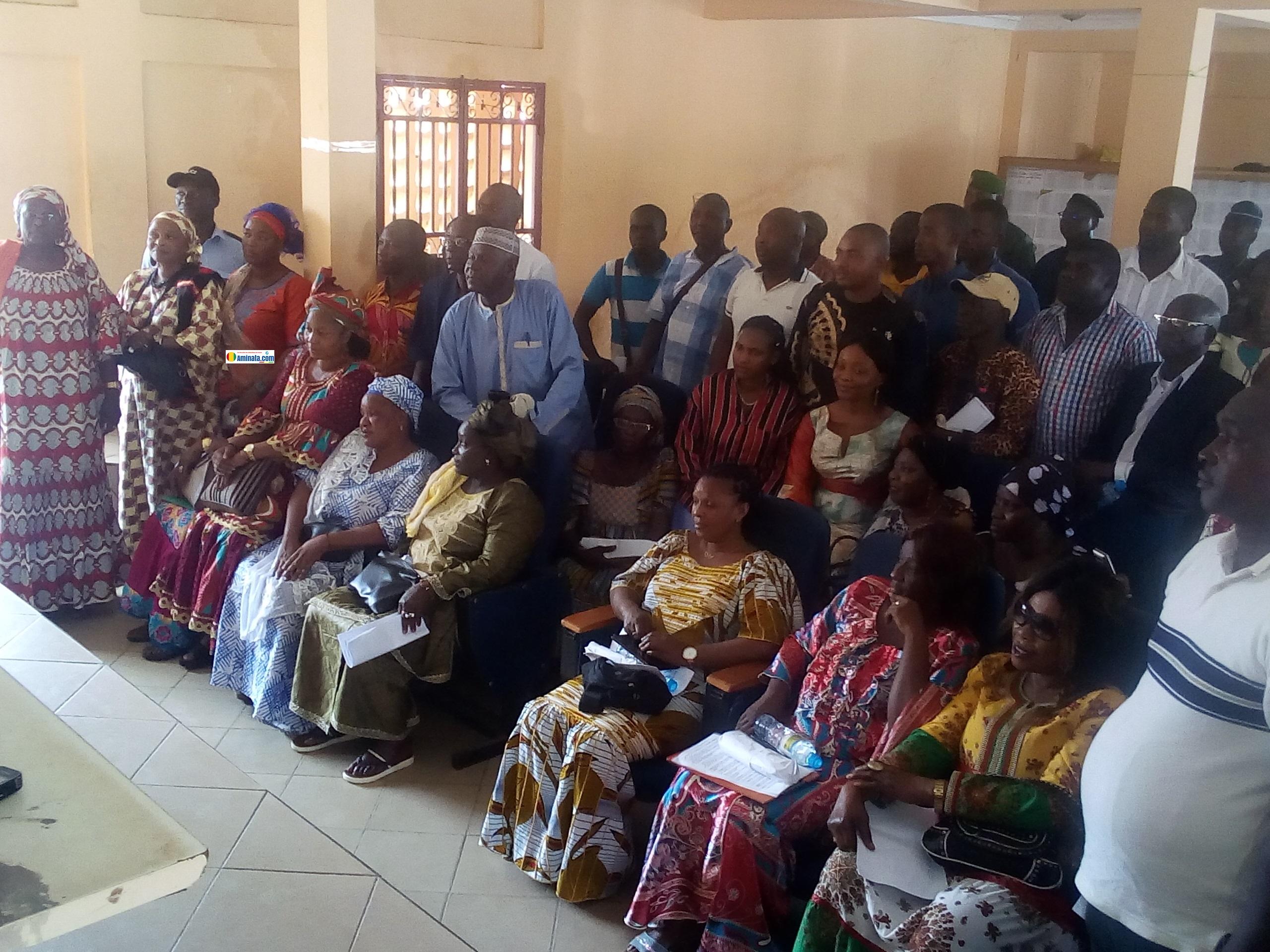 Des acteurs du processus électoral lors d'une réunion
