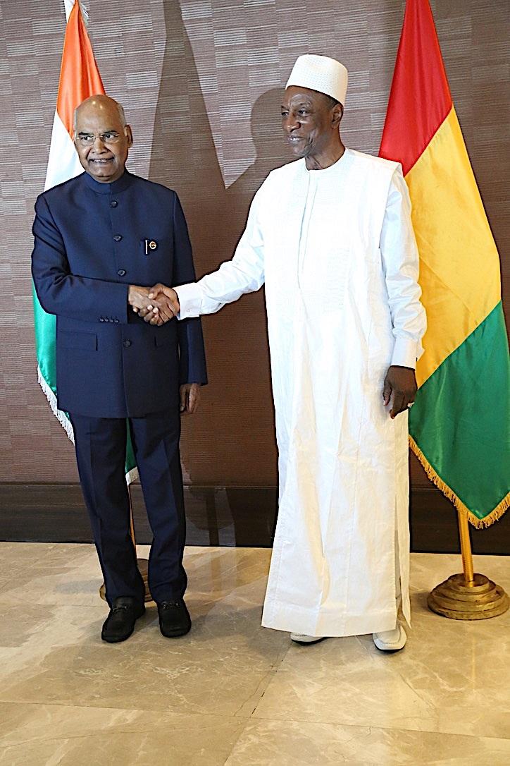 Le président indien Ram Nath Kovind avec Alpha Condé, président de la Guinée lors d'une visite de deux jours à Conakry