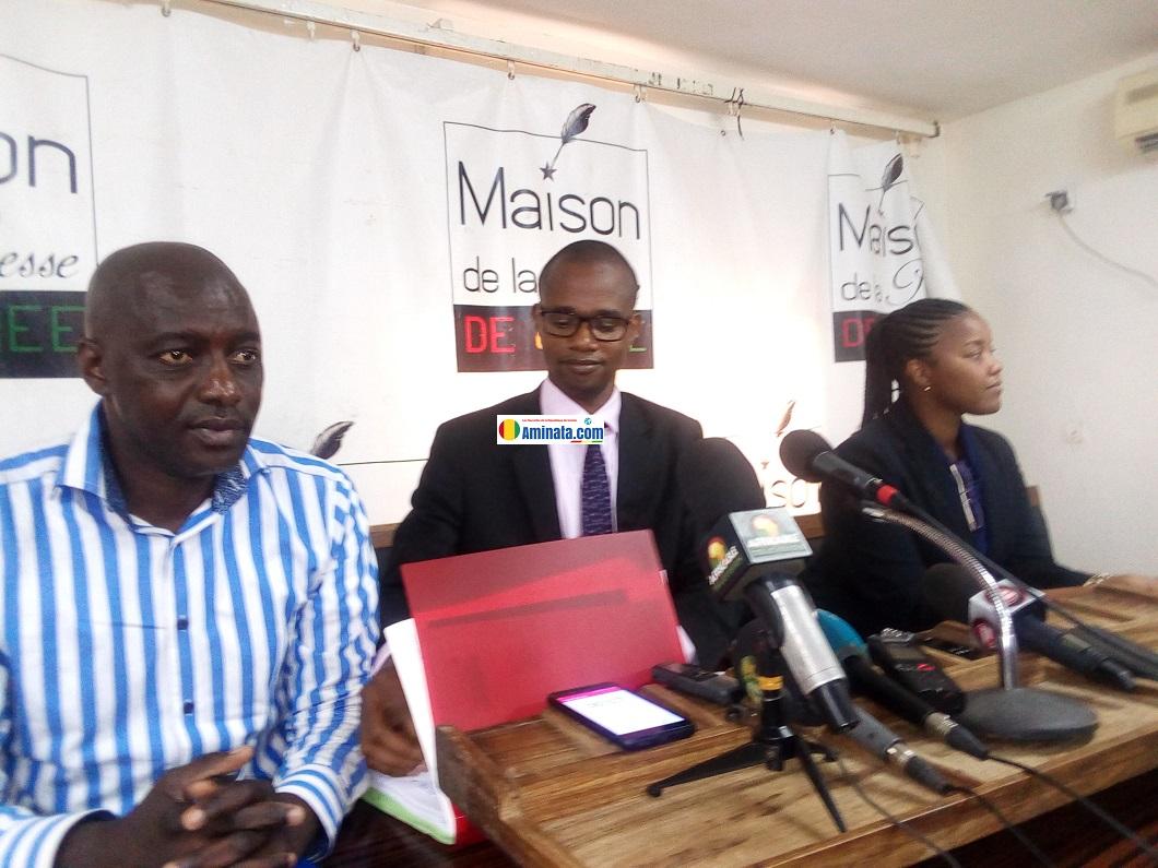 Des membres de l'Initiative pour la Transparence dans les Industries Extractives (ITIE) lors d'une conférence de presse
