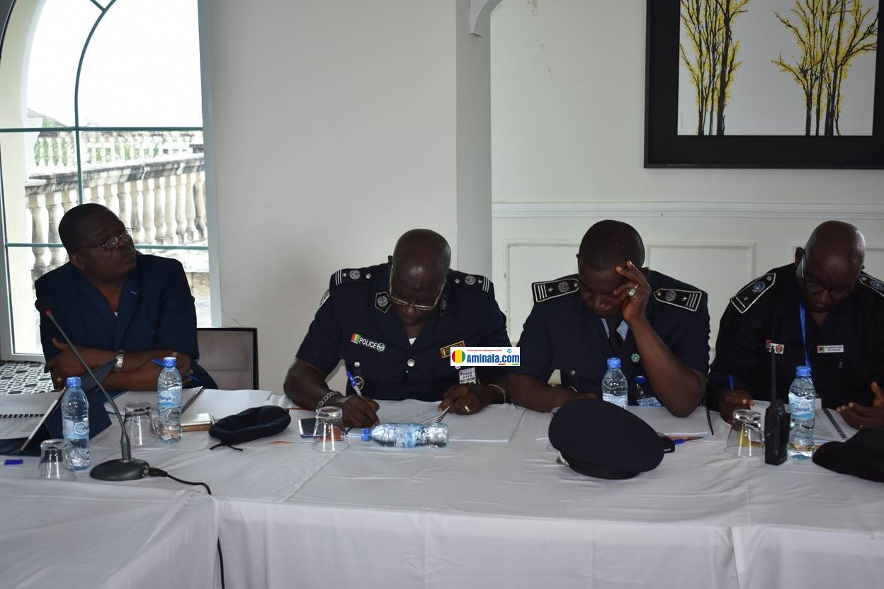 Des officiers de police mettent en place un observatoire de la sécurité routière