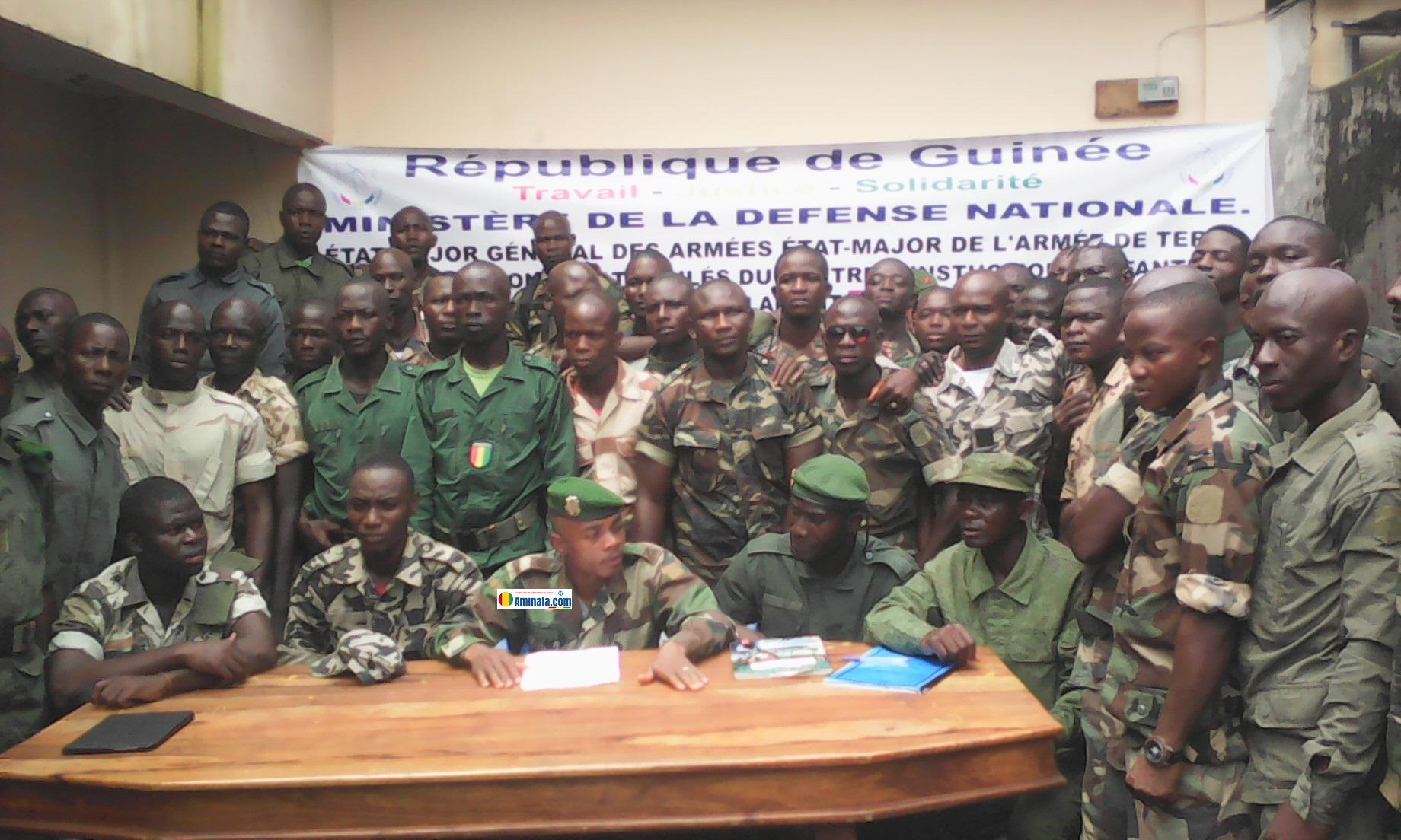 Un groupe des militaires radiés de l'armée depuis 8 ans