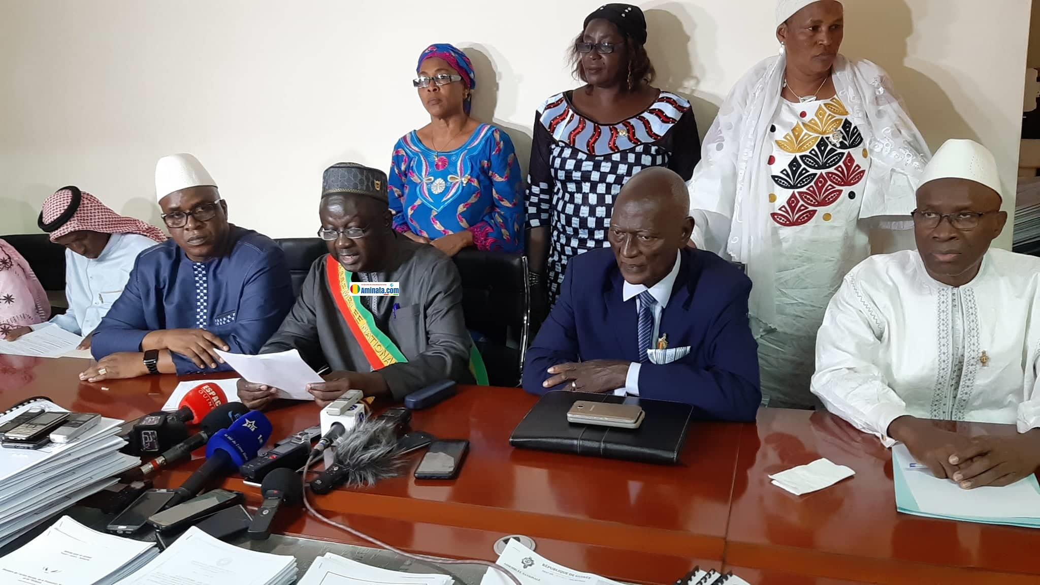 Des députés de l'opposition annoncent la suspension de sa participation à l'Assemblée nationale