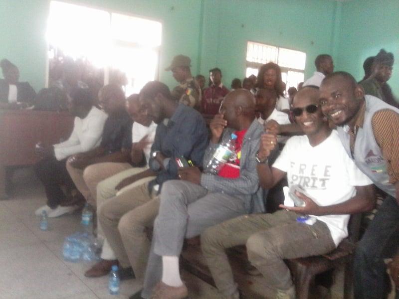 Dans la salle d'audience de la cour d'appel lors du procès des leaders du FNDC