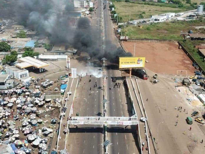 Vue aérienne de la dispersion de la manifestation du Front nationale pour la défense de la constitution (FNDC)