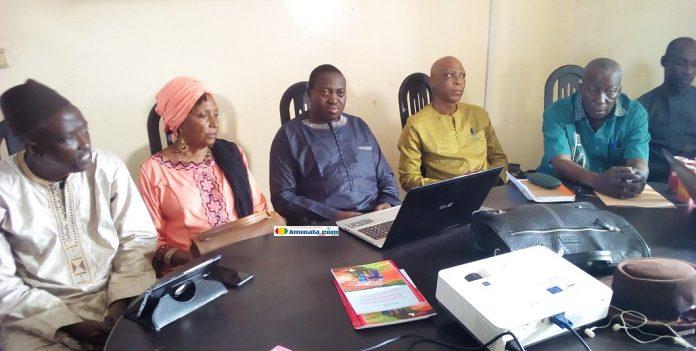 Des membres de la Coalition Publiez Ce Que Vous Payez Guinée(PCQVP)