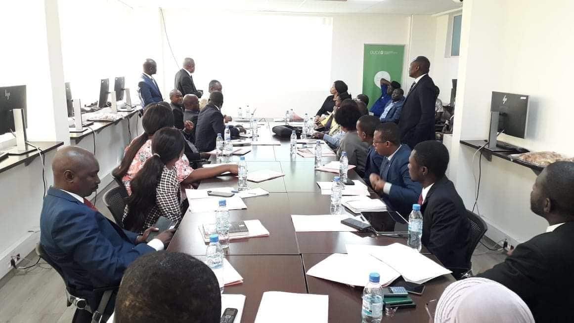 Des banquiers lors d'une rencontre au Guichet unique