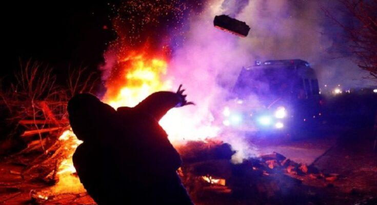 Une émeute accueille les évacués en Ukraine