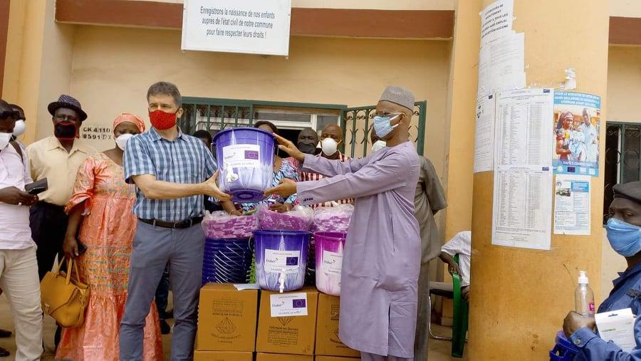 Remise des kits sanitaires par Enabel en faveur de la commune de Dixinn