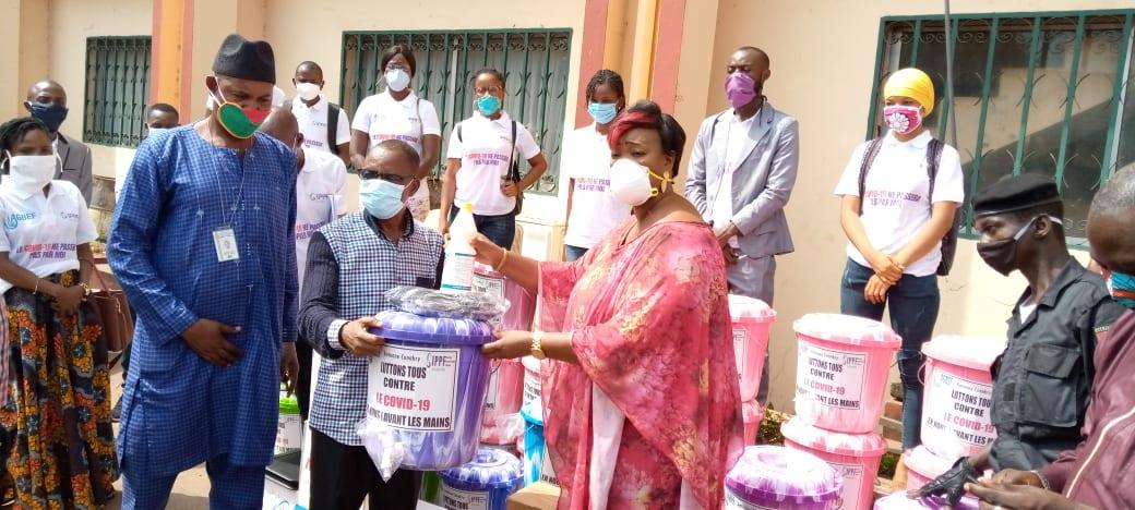 Remise des kits sanitaires par l'AGBEF