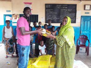 Remise de don à Madame Bangoura Marie Denise ,présidente de l'orphelinat Kiridiya à Matoto