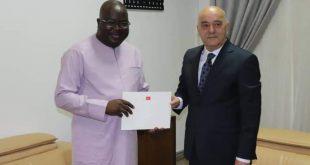 Ambassade de Turquie en Guinée Le nouvel Ambassadeur présente les copies figurées de ses lettres de créances.